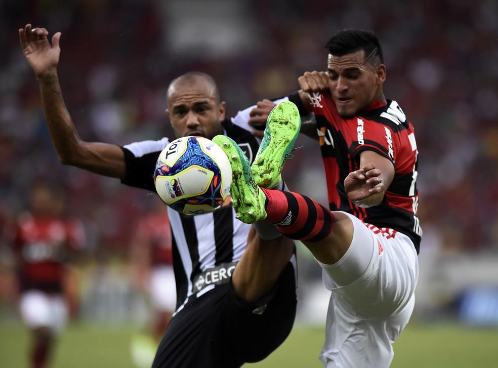 Botafogo e Flamengo se reencontram nesta temporada, agora no Nilton Santos e na Ilha (Foto: André Durão)