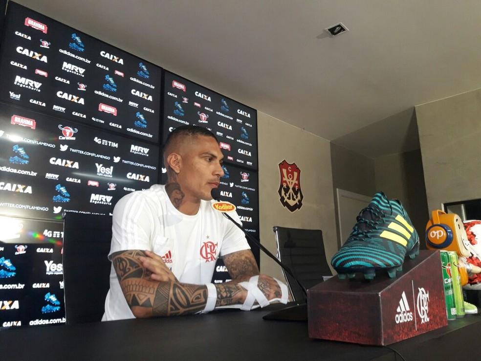 Guerrero fala em entrevista coletiva no Ninho (Foto: Bruno Giufrida)