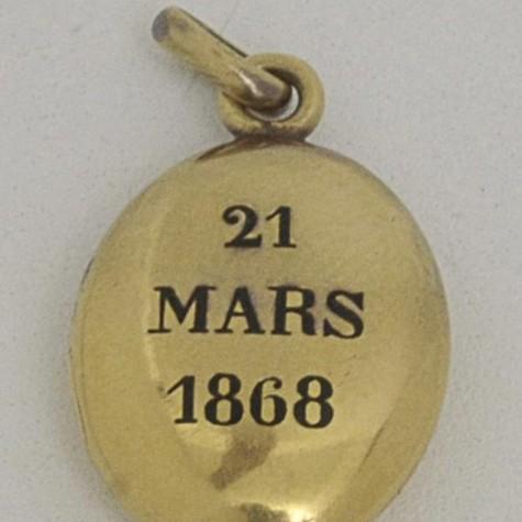 Relicário de ouro que pertenceu à Condessa de Barral (Foto: Reprodução)