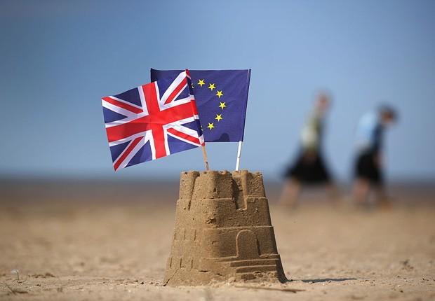 bandeiras da inglaterra e da união europeia (Foto: Christopher Furlong/Getty Images)