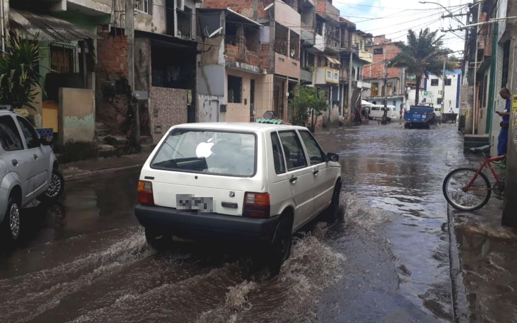 Motoristas tiveram dificuldades para circular pelos bairros da Cidade Baixa na manhã desta quinta-feira â?? Foto: Andréa Silva/TV Bahia