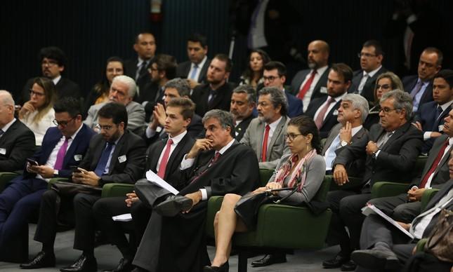A Segunda Turma do Supremo Tribunal Federal (STF) julga dois pedidos de liberdade do ex-presidente Luiz Inácio Lula da Silva