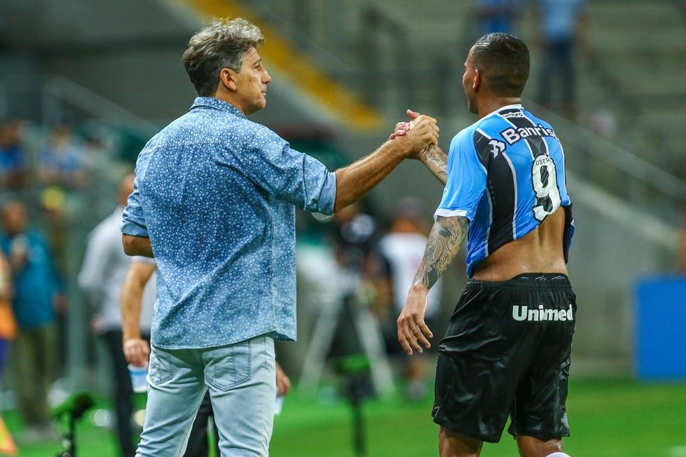 Jael com Renato Gaúcho, técnico do Grêmio — Foto: Lucas Uebel/Grêmio FBPA