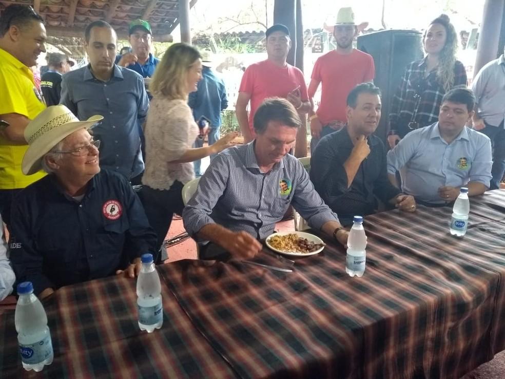 Jair Bolsonaro (PSL) almoça no Parque do Peão de Barretos (SP) neste sábado (25) (Foto: Amanda Pioli/G1)