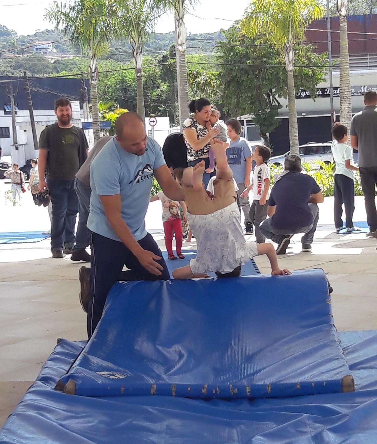 Centro de compras em Mogi das Cruzes tem atividades de graça para crianças