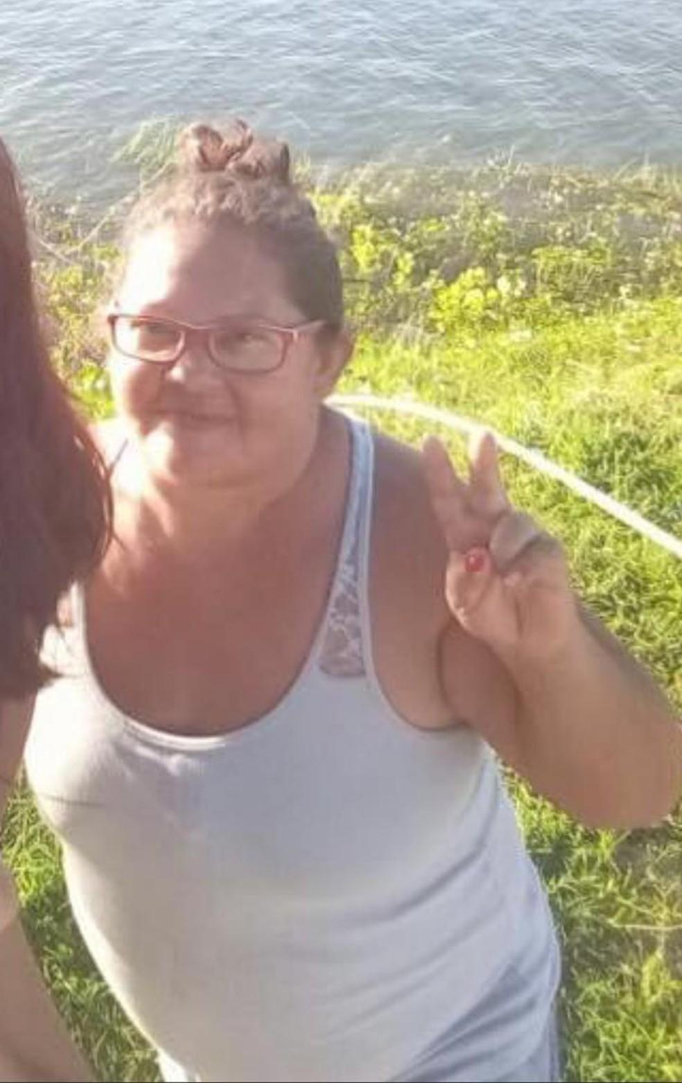Maria de Nazaré dos Reis Santos, de 50 anos, foi assassinada com um tiro no pescoço na cidade de Campo Maior — Foto: Reprodução