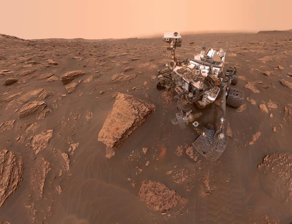 Um auto-retrato feito pelo Curiosity, da NASA, em 15 de junho de 2018, em Marte. Na foto, é possível ver como o planeta ficou após a tempestade de areia. (Foto: NASA/JPL-Caltech/MSSS)
