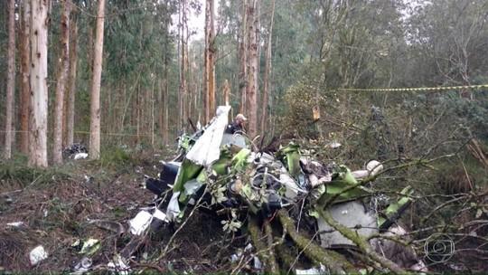 Avião cai no PR e mata o deputado Bernardo Ribas Carli e outros 2