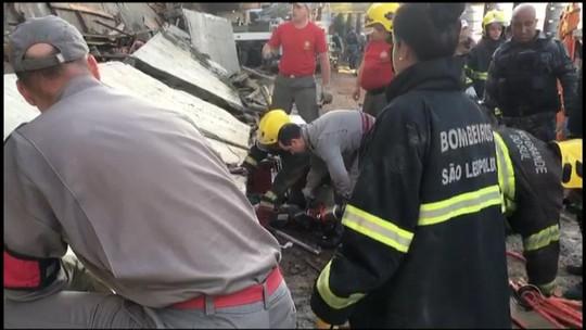Área onde prédio em construção desabou e causou duas mortes em São Leopoldo é periciada