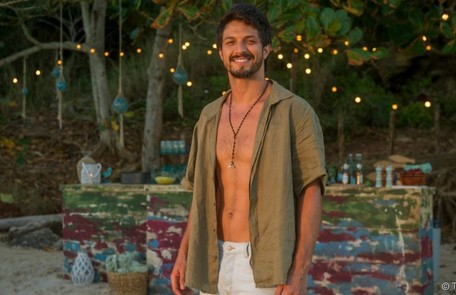 Na quinta-feira (5), Marcos (Romulo Estrela) chegará no momento em que Eugênia expulsará Paloma do desfile de moda TV Globo