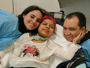 Eloana Maria Munhoz e Itallo Pablo Souza Braga lutaram para manter tratamento da filha em Botucatu (Foto: Eloana Munhoz/Arquivo pessoal)