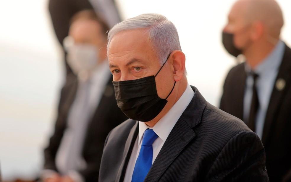 O primeiro-ministro de Israel, Benjamin Netanyahu, em foto de 29 de novembro — Foto: Alex Kolomoisky/Pool via AP