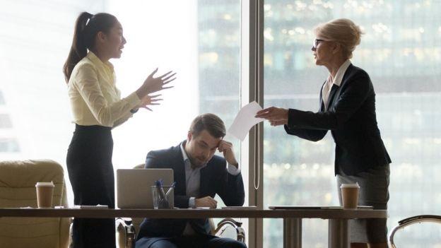 BBC - Discussão no Trabalho (Foto: Getty Images via BBC)