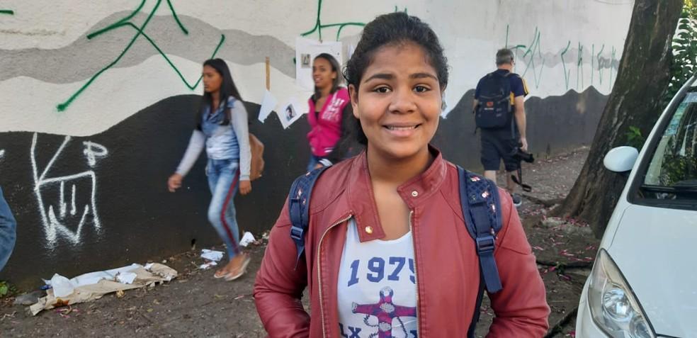 Amanda tem esperança que a escola volte ao normal — Foto: Maiara Barbosa/G1