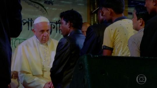 Papa Francisco se encontra com refugiados rohingya em Bangladesh