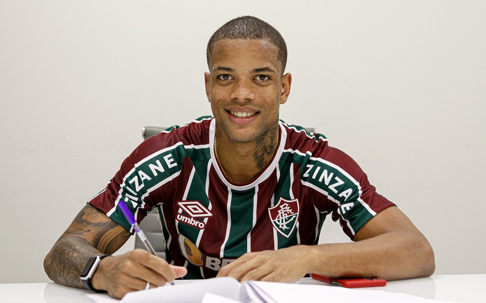 Caio Paulista assinou contrato até 2026 com o Fluminense — Foto: Lucas Merçon / Fluminense FC