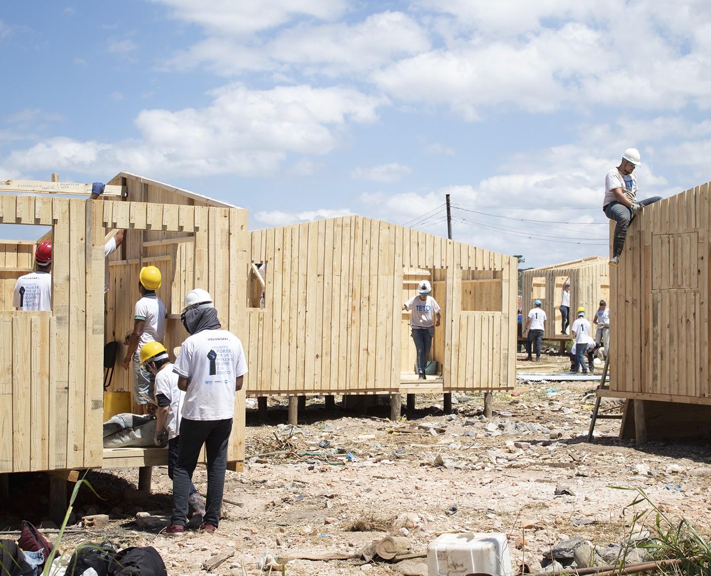 Conheça a Teto, ONG que constroi casas emergenciais e oferece autonomia para comunidades informais (Foto: Teto Brasil/divulgação)