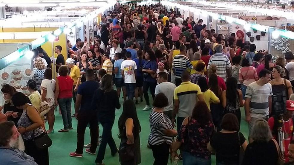 Fenearte acontece no Centro de Convenções, em Olinda (Foto: Penélope Araújo/G1)