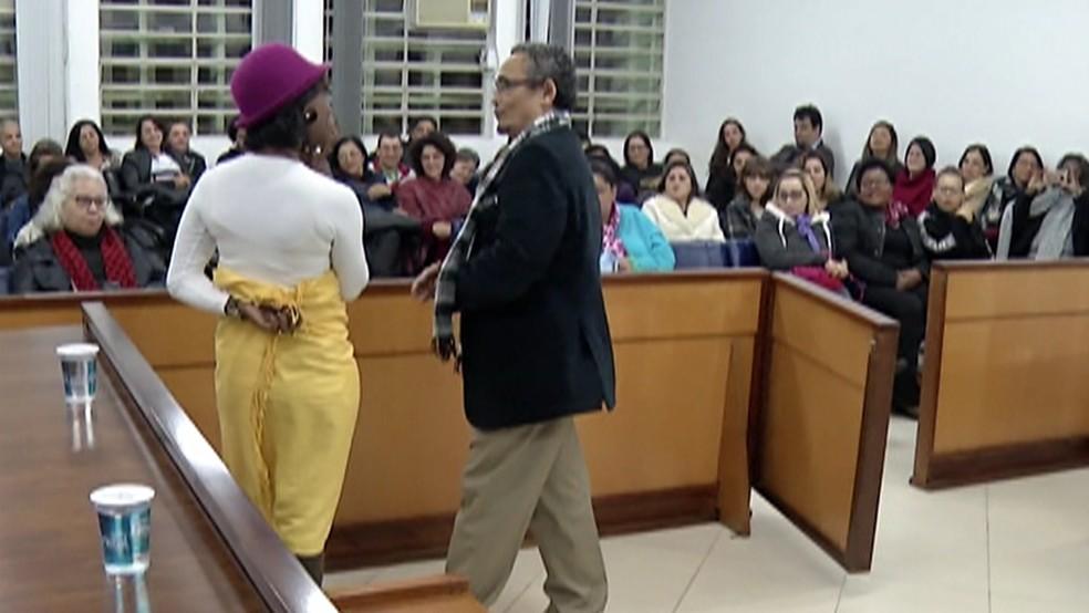 Lei Maria da Penha: o simulado de feminicídio e julgamento do caso foi realizado no Fórum de Suzano (Foto: Reprodução / TV Diário)