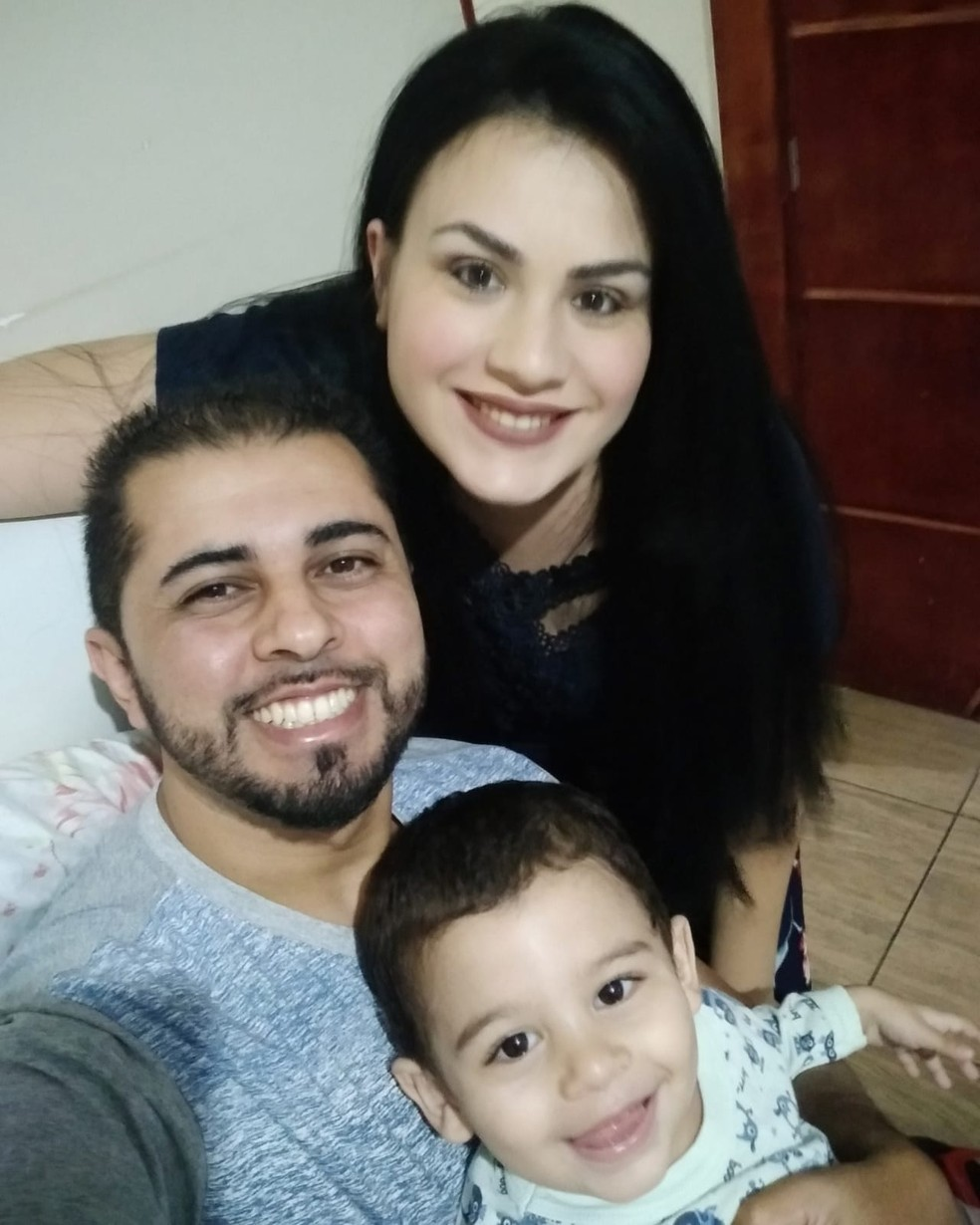 Pais de Nicollas batalharam para que o filho se recuperasse — Foto: Arquivo Pessoal/Elizeu Junior