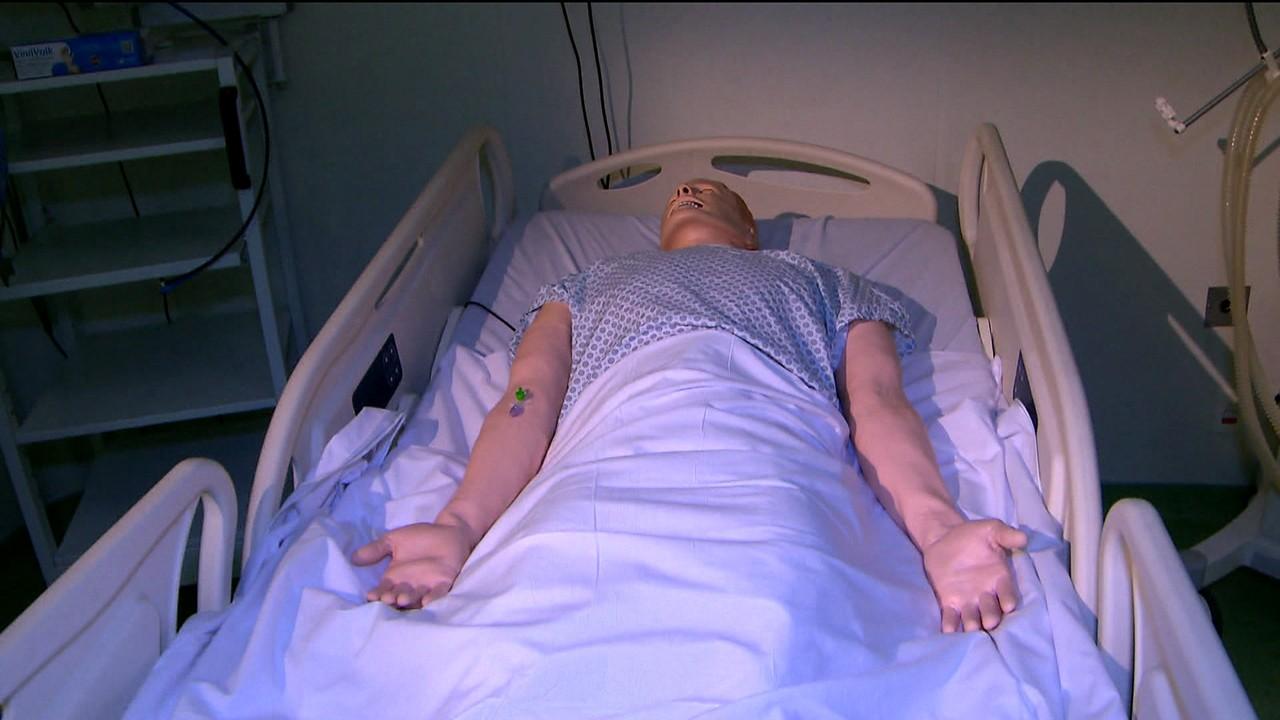 Treinamento médico tem boneco que simula choro e tremor