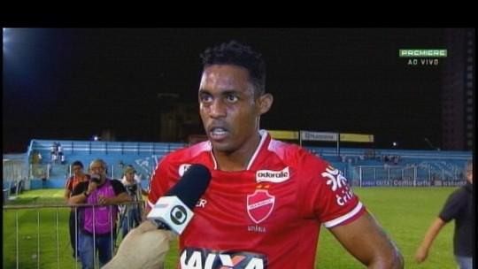 """Alex Henrique evita falar da arbitragem e """"engrandece"""" feito do Vila em Belém"""