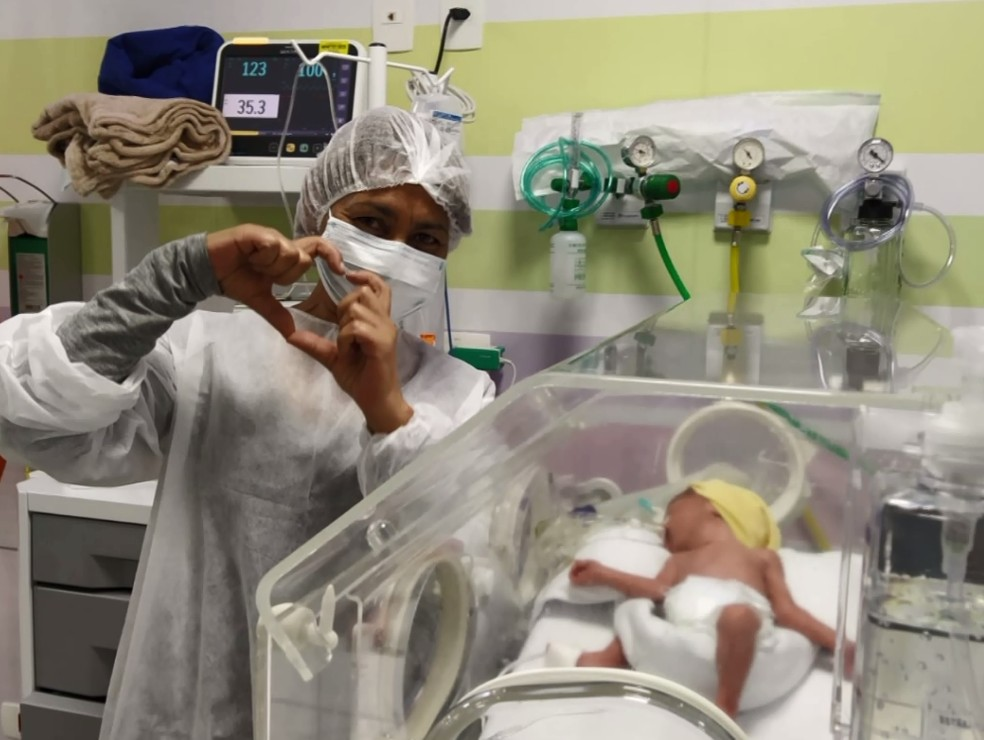 Catarina foi levada para uma UTI neonatal — Foto: Reprodução/RPC