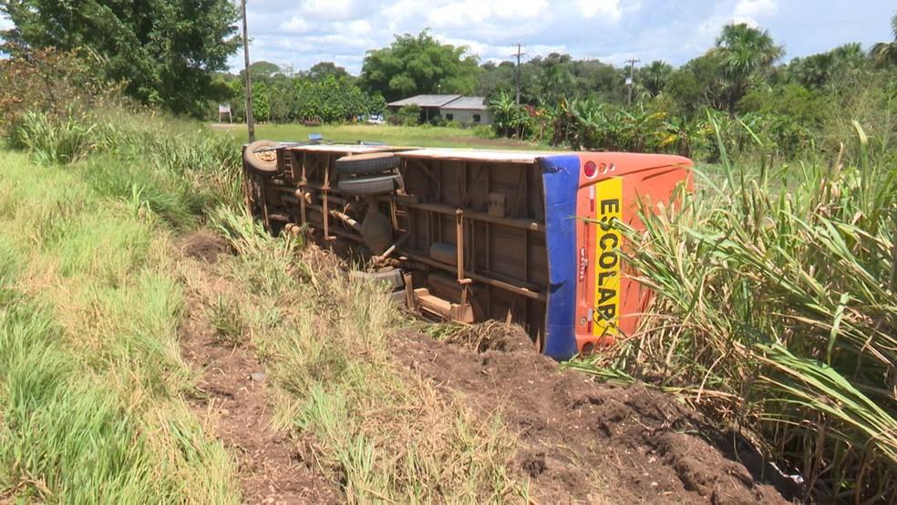 Apesar do acidente, dono da empresa responsável pelo serviço nega que ocorreu falha mecânica.  — Foto: Ricardo Araújo/Rede Amazônica
