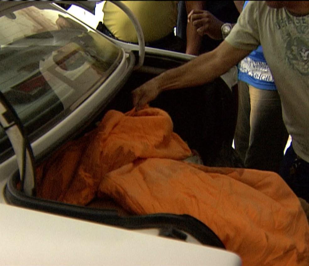 Corpo da vítima foi encontrado dentro de carro, em 2007 — Foto: Reprodução/TV Bahia
