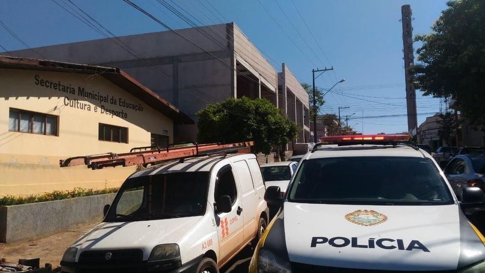 MP-PR, PM e Copel deflagraram nesta quarta-feira (5) operação conjunta que prendeu três pessoas por desvio de energia elétrica do município de Iporã — Foto: MP-PR/Divulgação