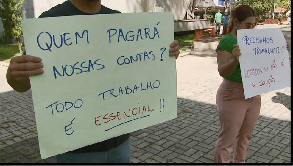 Comissão de comerciantes pede flexibilização das restrições impostas pela onda roxa em Itajubá (MG) — Foto: Reprodição/EPTV