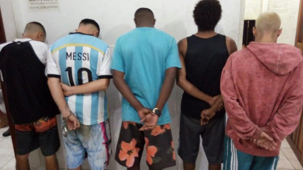 -  Um suspeito foi preso pela manhã e outros cinco no fim da tarde desta sexta-feira  12 .  Foto: Polícia Militar/Divulgação