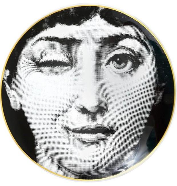 A piscadela de Lina Cavalieri é uma das variações mais populares  (Foto: Fornasetti/Reprodução)