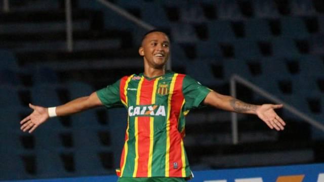 Bruninho fez dois gols neste sábado