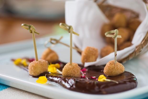 Receita: bolinho de chuva com ganache de chocolate (Foto: Gladstone Campos / divulgação)