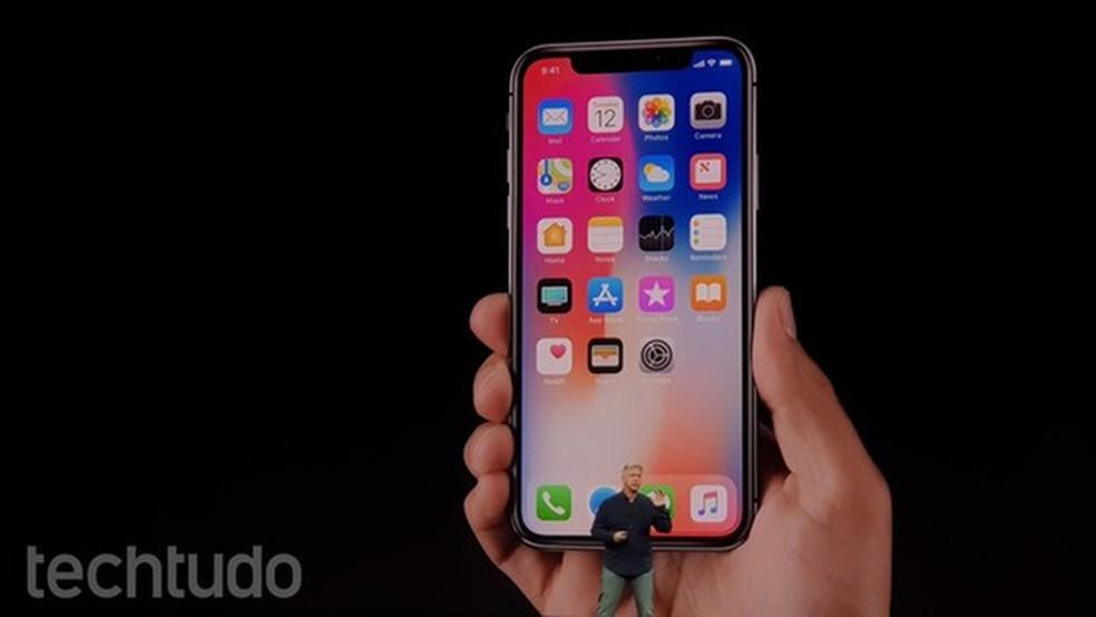 Face ID desbloqueia tela do iPhone X (Foto: Thássius Veloso/TechTudo)