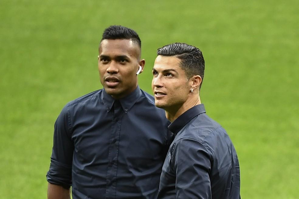 Cristiano Ronaldo e Alex Sandro no reconhecimento do gramado do Metropolitano, estádio do Atlético de Madrid — Foto: AFP