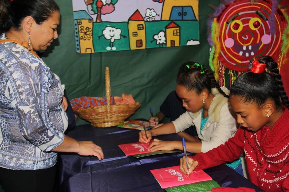 'Histórias Brincantes': crianças lançam livro sobre brincadeiras populares no DF