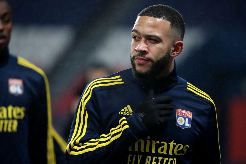 Memphis Depay está confirmado para o clássico do Lyon contra o Paris Saint-Germain — Foto: Getty Images