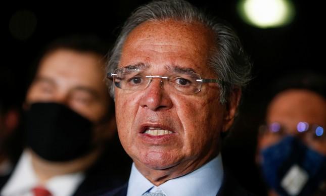 O ministro Paulo Guedes em entrevista no Congresso