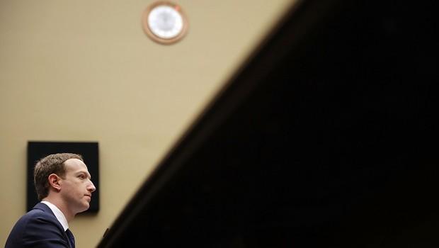 Mark Zuckerberg durante depoimento diante da Comissão de Energia e Comércio dos EUA (Foto: Chip Somodevilla/Getty Images)
