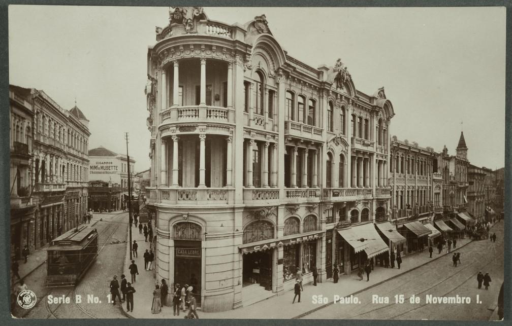 Rua 15 de Novembro, no centro da cidade de São Paulo, em fotografia de Guilherme Gaensly do início do século 20 — Foto: Helio Nobre e José Rosael / Museu Paulista