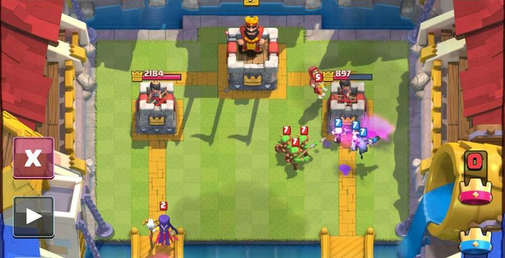 Em uma partida amistosa de Clash Royale, há nivelamento entre as cartas dos jogadores — Foto: Divulgação/Supercell