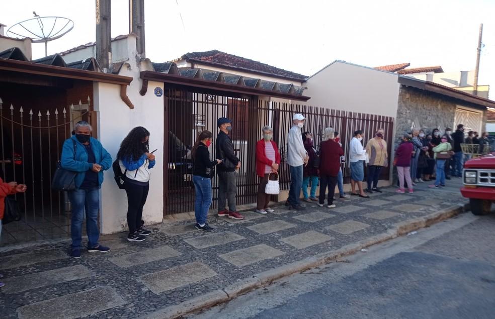 Pacientes enfrentam fila para marcar consultas em UBS de Campo Limpo Paulista — Foto: Fernanda Rodrigues/Arquivo pessoal