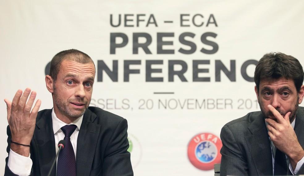 Aleksander Ceferin, presidente da Uefa, e Andrea Agnelli, presidente da ECA, em entrevista coletiva em novembro passado: impasse — Foto: REUTERS/Francois Walschaerts
