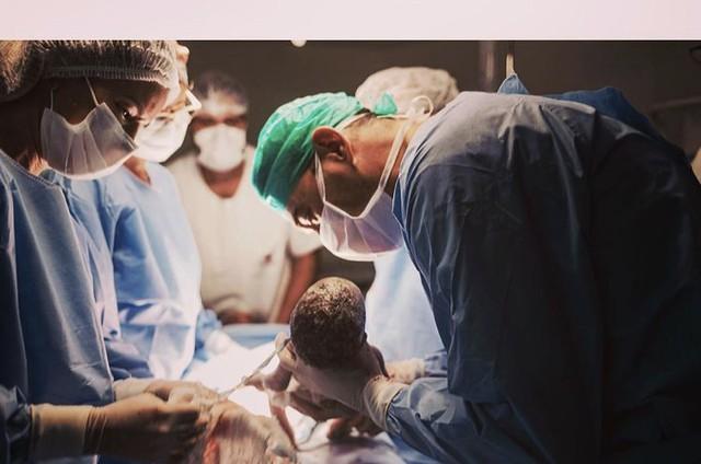 André Rizek no nascimento dos filhos  (Foto: Reprodução)