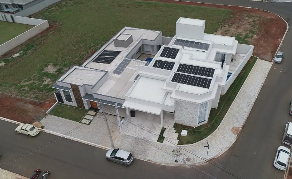 Sistema solar ajuda na economia de energia elétrica — Foto: Reprodução/TV TEM