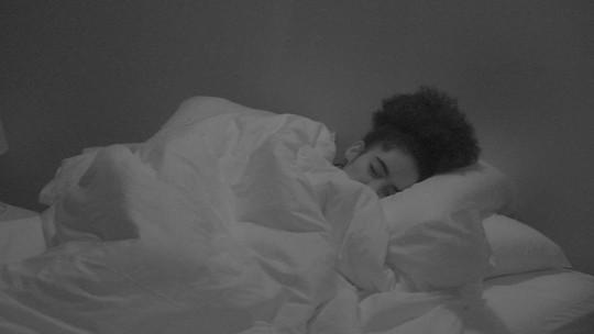 Paula, Elana, Gabriela, Hariany e Rízia dormem no Quarto Diamante