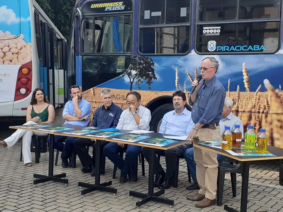 Autoridades participaram de lançamento do projeto B20 em Piracicaba - Foto: Murillo Gomes/G1