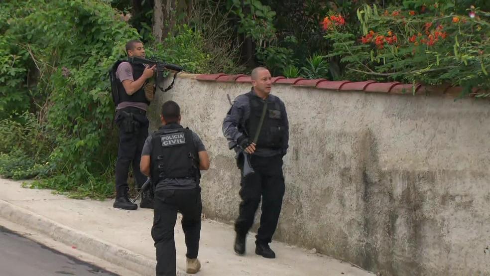 Polícia Civil realiza operação contra a maior milícia que atua no Rio — Foto: Reprodução / GloboNews